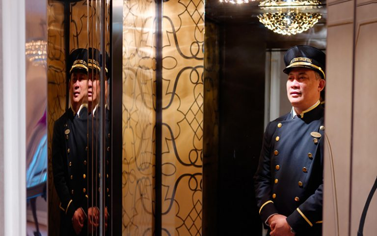 Doorman Hotel Continental 2